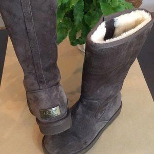 Uggs - Limited Edition Brown w Metal Heel Branding